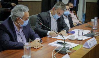 Governador assina contratos de concessão e parceria social de 931 km de rodovias em MT (Crédito: Michel Alvim)