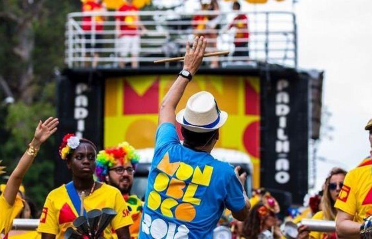 Monobloco e escolas de samba agitam pré-carnaval de SP